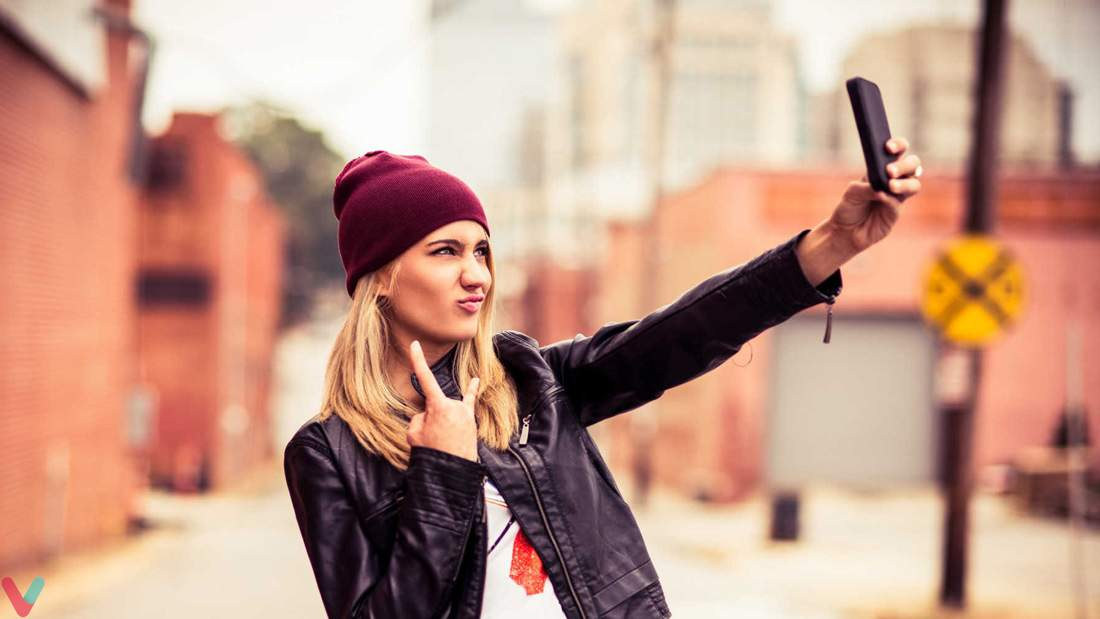 Stylish-pose-for-girl-taking-selfie-2.jpg
